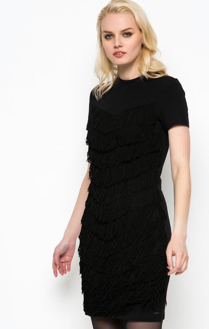 bafe9cfc90a Нарядные и повседневные платья с воротничком искусно обыгрываются  стилистами в разных образах.
