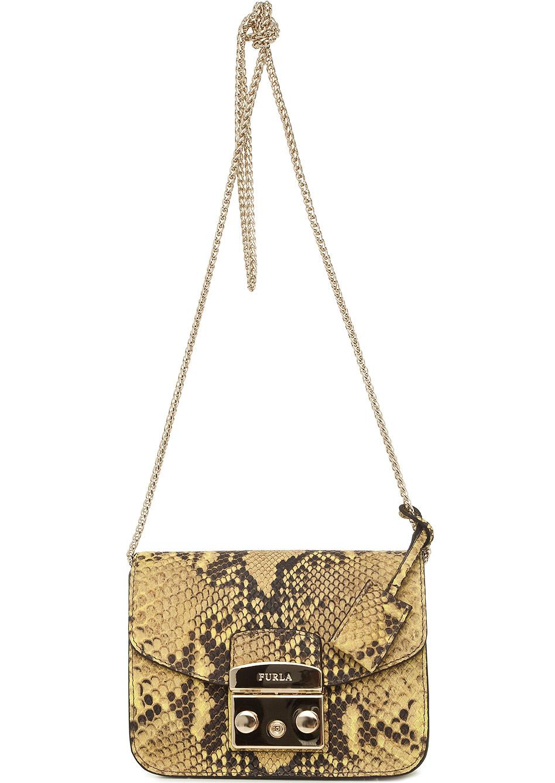 930b56baa464 В результате появился новый тренд – маленькие женские сумки на длинном  ремешке. Простота не означает однообразие. Дизайнеры предлагают модели на  любой вкус.